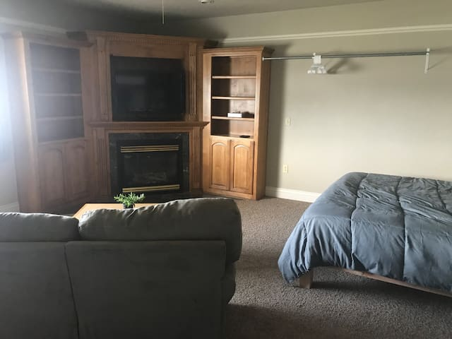 Close to Yellowstone/Teton, Large Studio, Sleeps 5