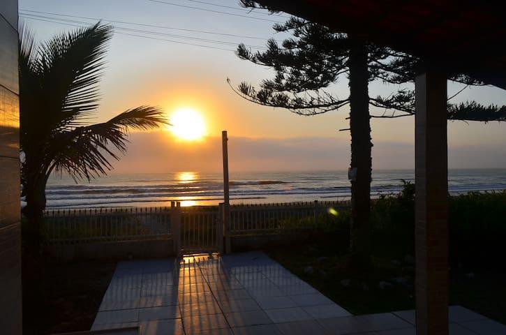 Seafront house  / Pé na areia. - Itapoá - House