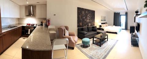 Spacious, Modern Studio with Balcony