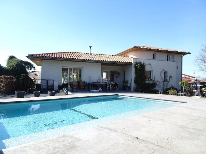 2 chambres privées dans Villa calme avec piscine
