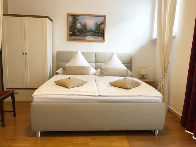 Schlaf-und Wohnraum