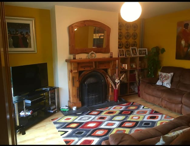 Cosy CLEAN home FREE Parking 1mile from Mt Errigal