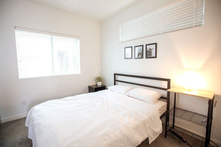 Private room in townhouse — EaDo/Downtown