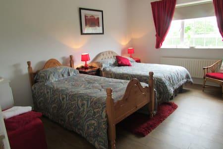 Mack`s Bed & Breakfast Family Room - Killorglin