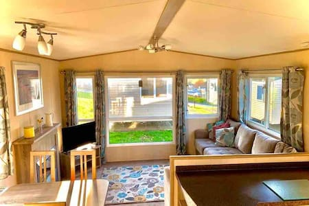 6 Berth Bright & Airy Holiday Home with GCH