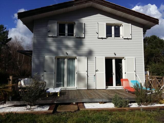Belle maison bois Sud Arcachon en bordure de forêt - Salles - Jordhytte