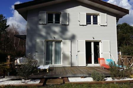 Belle maison bois Sud Arcachon 3 ch - Salles - Earth House