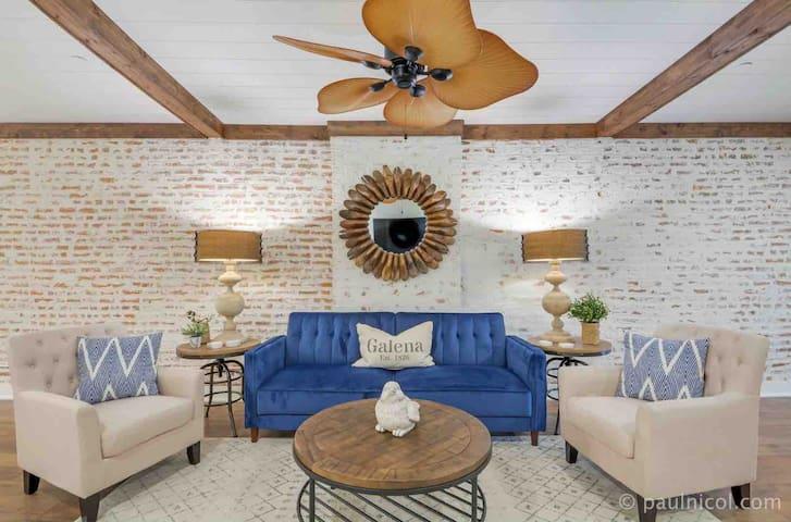 Elle & Becks Second Floor Suite