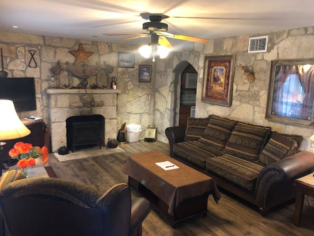 Suite 1 Apartment at Brickner Guest House