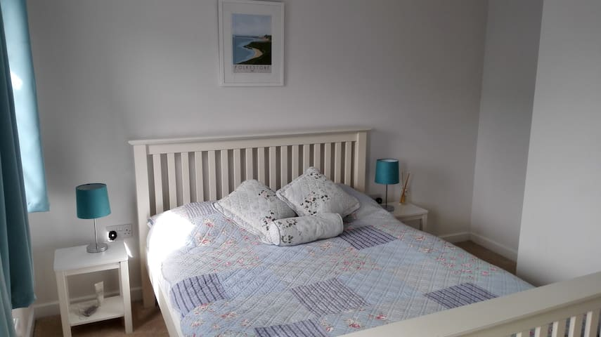 Kingbed room with private bathroom