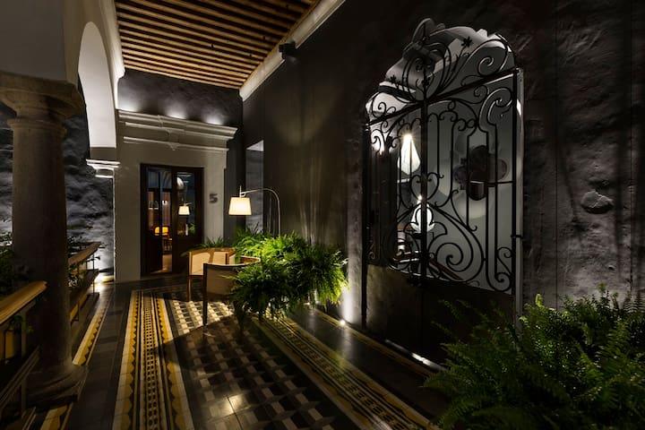 Pasillo que da acceso a los lofts de la Casa Restauro.