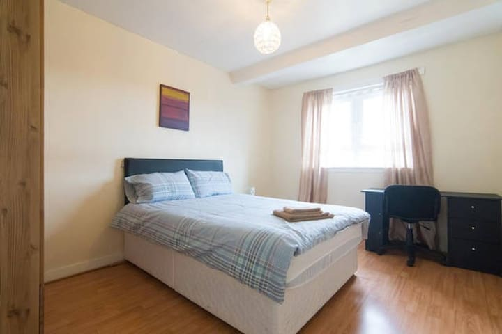 Glasgow friendly short stay accommodation R.2 - Rutherglen - Apartment