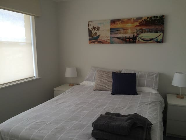 Large Bedroom , pool ,lounge area - Duncraig - House