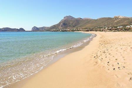 Sunny Point Villa I. On the beach. - Agia Marina