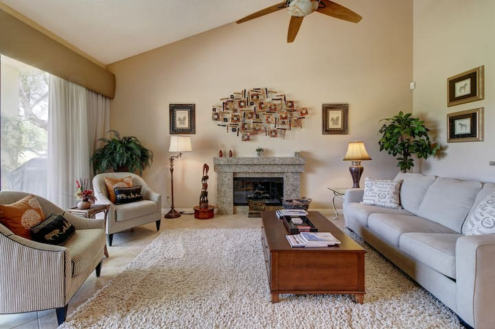 Golf lover's getaway w/shared pool, community hot tub, & room for everyone