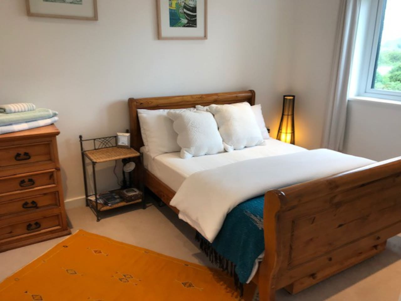 Exclusive Use - large - light and airy -large double bedroom with  spacious en-suit
