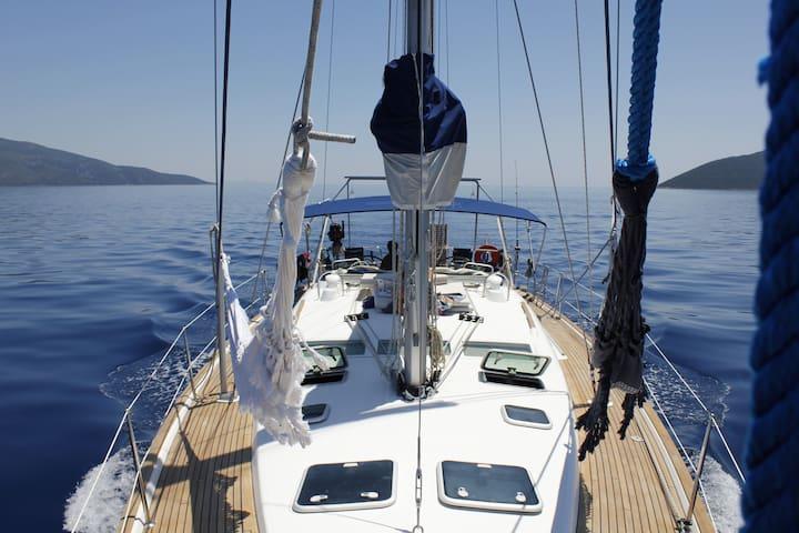 Una barca a vela a tua disposizione! - Lefkada
