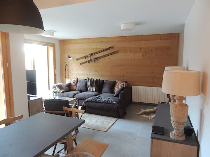 Superb ski apartment close to lift for 6 people