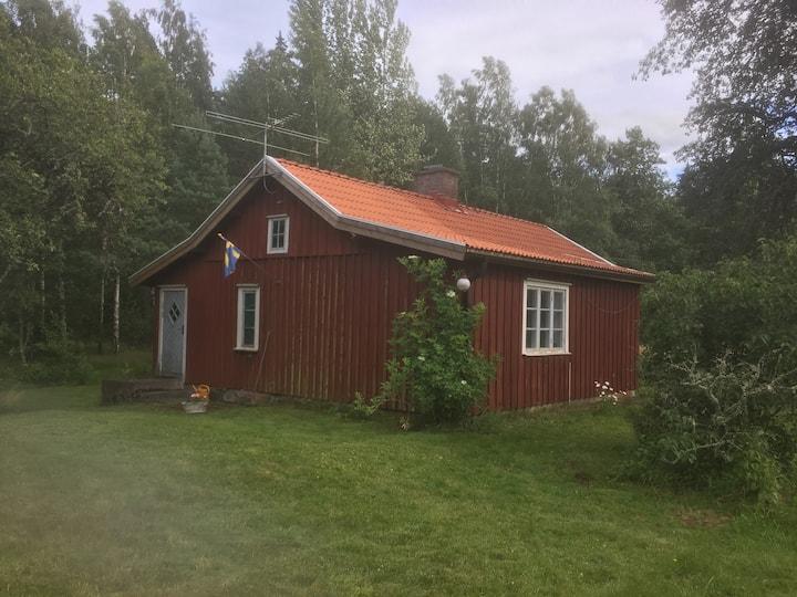 Bo på torp i vacker skogs-och jordbruksbygd.