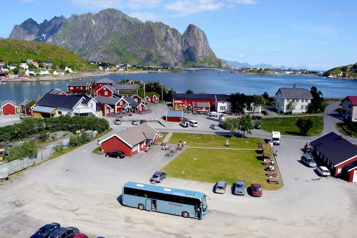 Private single room in Reine