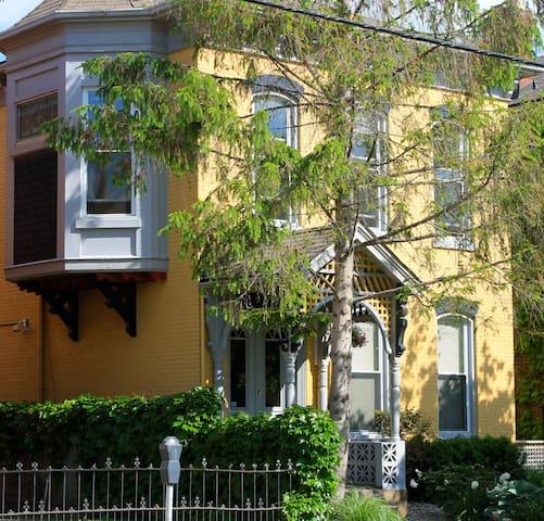 Victorian House in Niagara/ St. Catharines