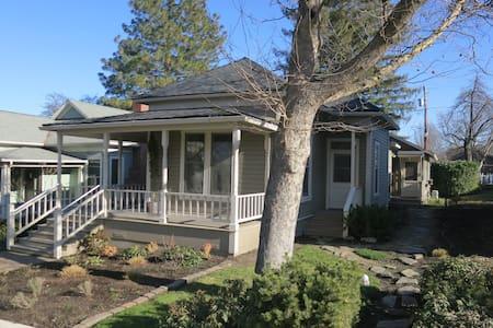 Ashland's '1900' House / Close to OSF / Sleeps 8 - Ashland - Rumah