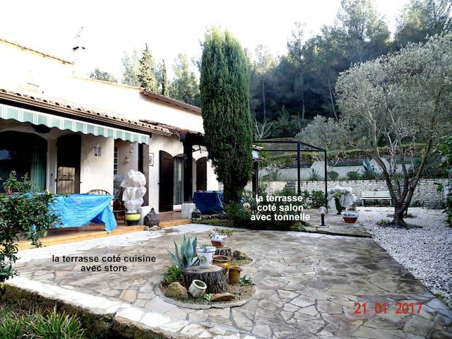 Villa agréable dans la nature, de charme. - Martigues - Casa
