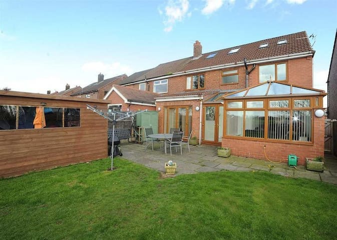 Large house near Trafford centre - Green room
