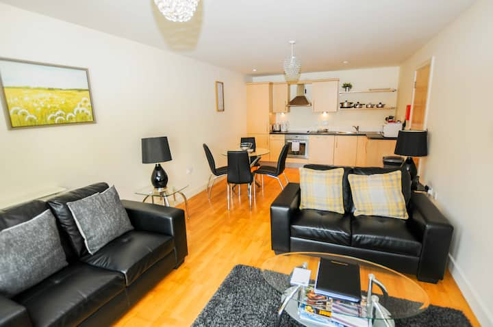 Hamilton Court 2 Bed Executive Apartment - Discounted Monthly Rate