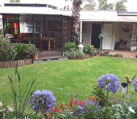 Private cottage in serene garden with lovely deck to relax and enjoy the sounds of the garden. Close to O R Tambo airport, shops and highways.