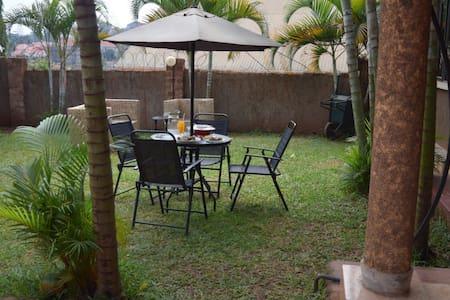 Cozy, friendly and driver provided - Kampala - Casa