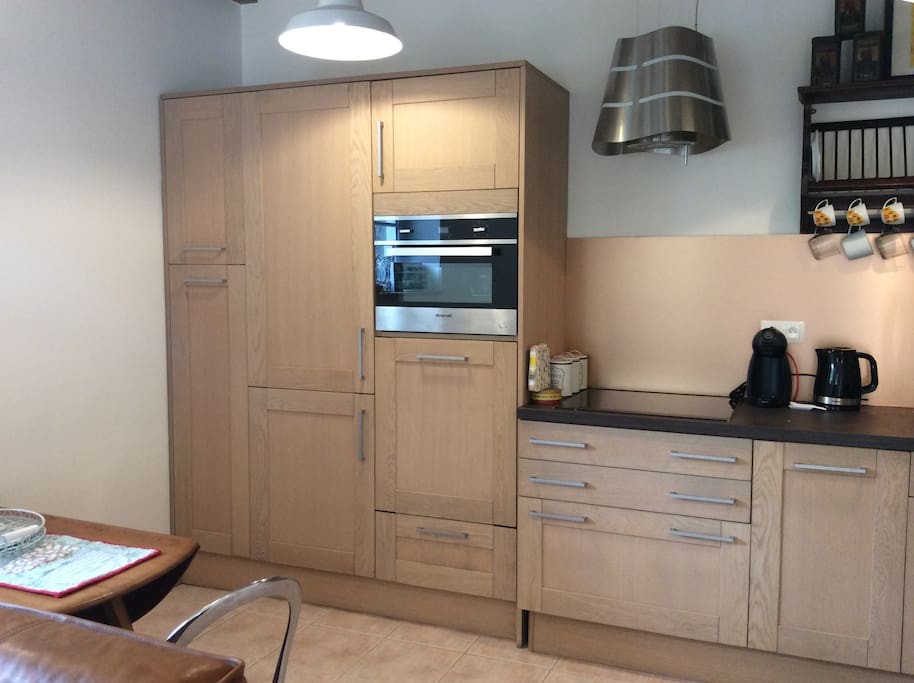 High quality fully equipped oak kitchen, where you can prepare meals using delicious local produce.