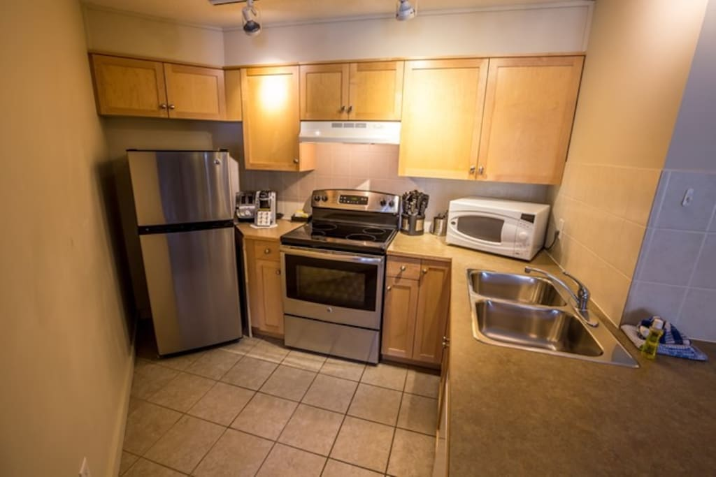 Excellent, spacious kitchen with wonderful stainless steel appliances