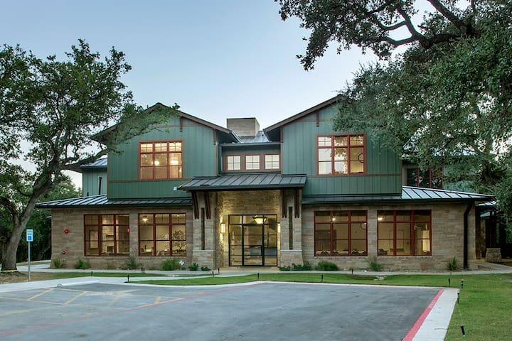 Zilker Lodge