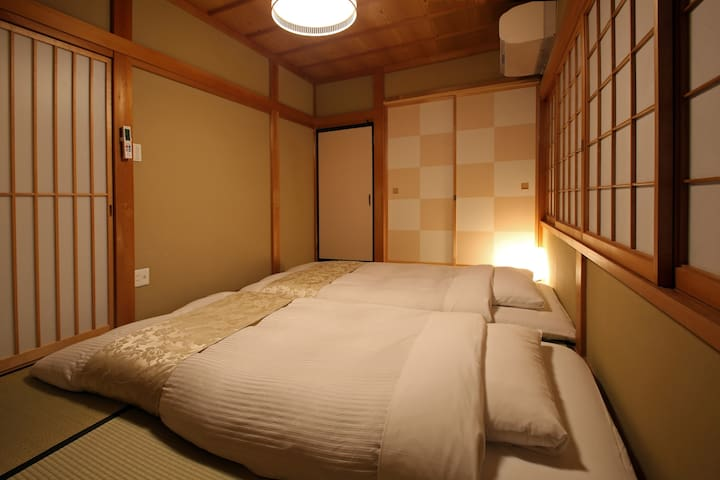 Bedroom with thick futon beds(Up to 3 people) 和室(最大3名)