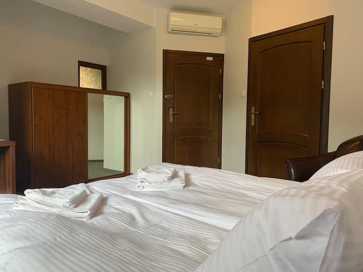 Pokój 2-osobowy z łożem małżeńskim