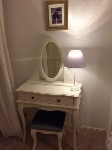 Pretty dressing table in downstairs double bedroom with table lamp & mirror