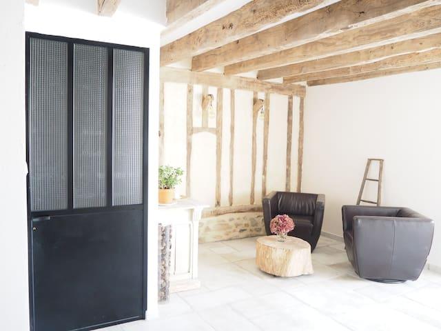 Chambre spacieuse dans une longère rénovée