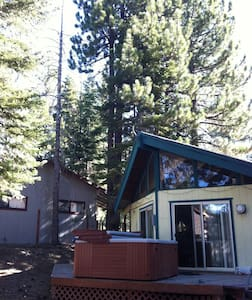 Cozy Cabin 4 miles from Lake Tahoe! - South Lake Tahoe - Dům