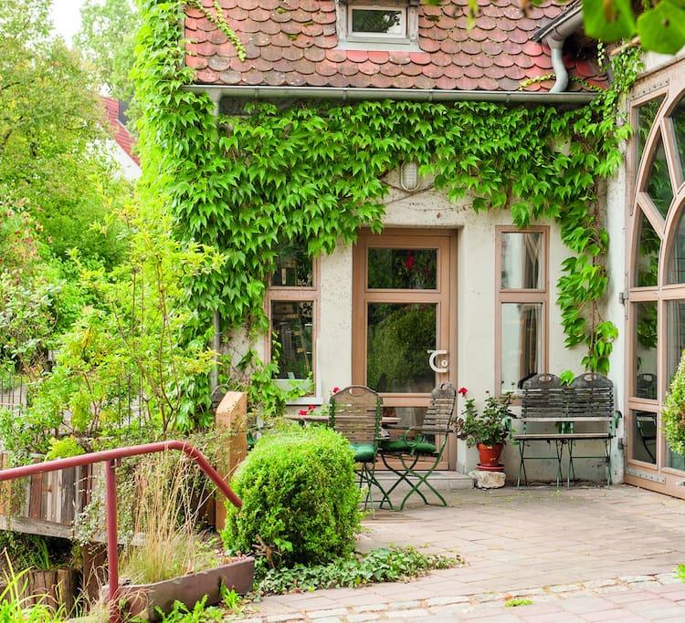 Der eigene Eingangsbereich mit Terrasse