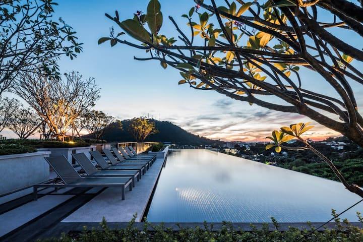 Luxury Room / Roof Top Pool / Phuket Town #H206