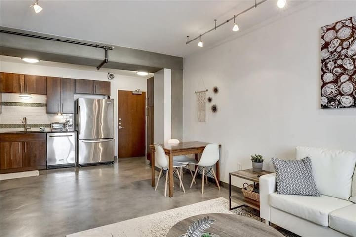 Downtown Austin 1 Bed/1 Bath