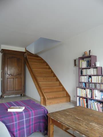 escalier vers chambre sous combles