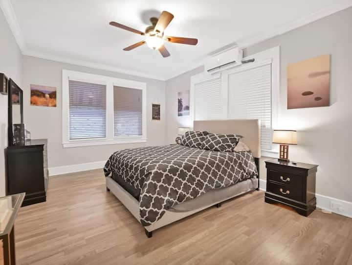 🐶 Pet-Friendly 1BR Cute Studio-Across Park 🎢 167