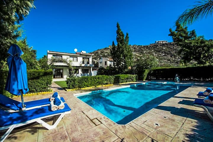A 3 Bedroom Luxurious Villa - By Pissouri Beach