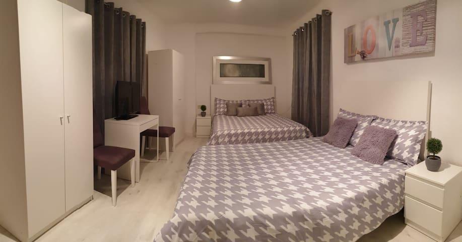 Habitacion doble, muy amplia , 2 camas matrimonio