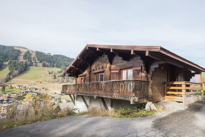 Comfortable, detached holiday home for nine people near Les Gets