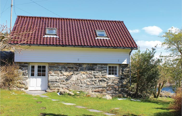 Holiday cottage with 2 bedrooms on 70 m² in Kolltveit