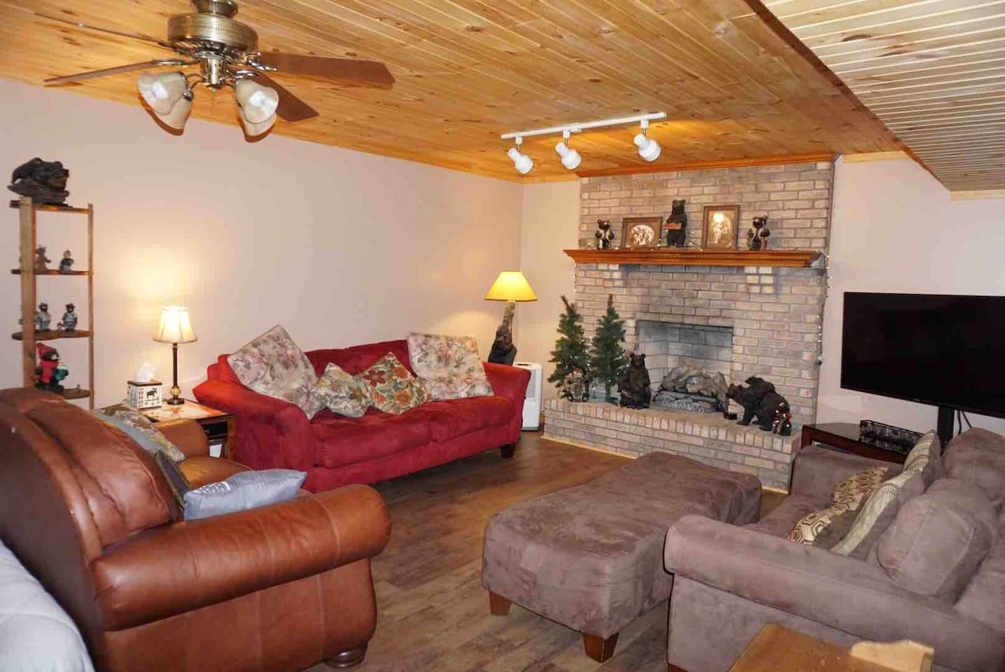 Den area with plenty of seating to hang out and relax or watch tv on 50in flat screen vizio with chrome cast  Gas logs (Seasonal)