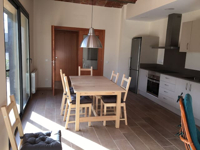 128m2 light house with garden, in quiet village - Serra de Daró - Hus